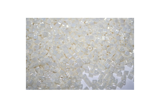Toho Triangle Beads 8/0, 10gr., Opaque-Lustered Navajo White TT122